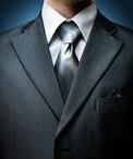 スーツの手入れ:10分でスーツを2倍長持ちさせるポイント